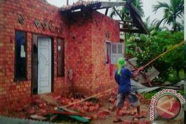 Empat rumah dihantam angin puting beliung