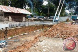 Halaman Rumah Dinas Walikota Jambi Amblas Akibat Hujan