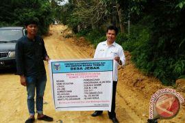 Desa Jebak Bangun Jalan Lingkungan dengan  Dana Desa