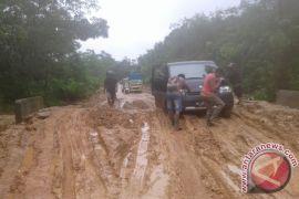 Warga Air Hitam Sarolangun Keluhkan Kondisi Jalan