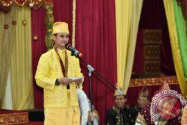 Gubernur Mewacanakan Hari Kerja ASN Berpakaian Adat