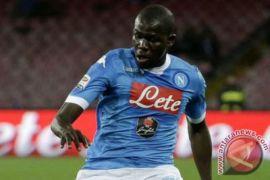 Napoli pertahankan puncak klasemen usai bungkam Verona 2-0