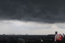 Langit Jambi disaput awan hujan