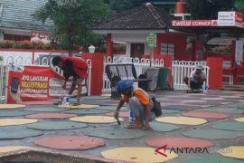 Trotoar 'warna-warni' pedestrian jomblo dicat ulang