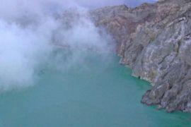 30 orang keracunan gas kawah Gunung Ijen
