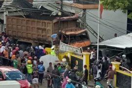 Dua orang tewas tertabrak truk di Bandung