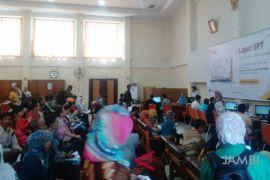Seratusan warga Jambi antre minta aktivasi EFIN