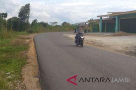 Pemkab Batangahari pasang marka jalan antispasi kecelakaan