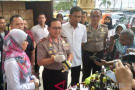 Polisi Jambi sita 1.404 botol jamu tak berizin edar (video)