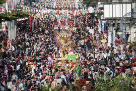 Warga penuhi jalan saksikan karnaval Asia Afrika