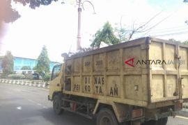 Sampah cangkang kelapa muda meningkat di Batanghari