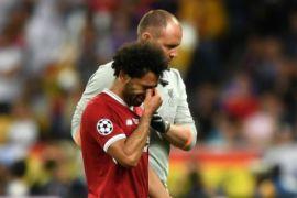 Cedera, Salah tinggalkan lapangan sembari menangis di final