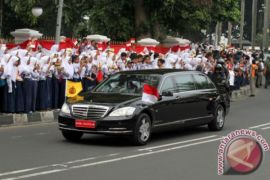 Presiden Jokowi-sultan Brunei bertanding bulutangkis