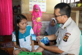 Kapolda Jambi bantu gadis cilik tulang punggung keluarga