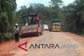 Jalan menuju Candi Muarojambi diperlebar