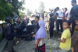 KA barang seruduk mobil bak dua tewas
