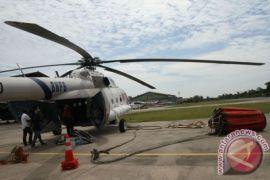 Tiga heli pemadam api bolak balik di langit Indragiri Hilir