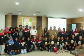 BUMN Hadir - Dirut PTPN6 lepas peserta SMN Malut