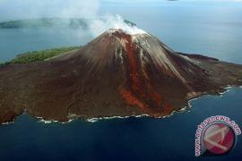 Lelehan lava pijar Anak Krakatau ke selatan