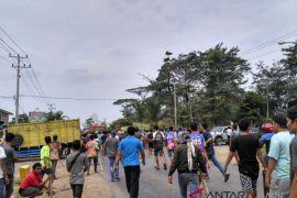 Aksi demo sopir angkutan batubara sempat memanas