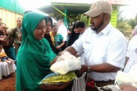 BUMN Hadir- PTPN Holding sediakan 522 paket sembako murah