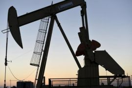 Harga minyak naik hampir dua persen ditopang penurunan stok AS