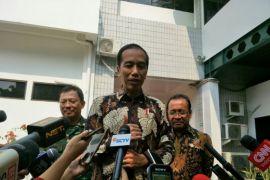 Presiden Jokowi hentikan sementara kebiasaan membagikan sepeda