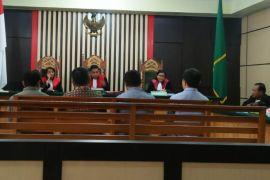 Pemeriksaan terdakwa sekaligus saksi sidang embung Tebo