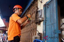 Listrik dan air bersih di Pasar Angsoduo diputus