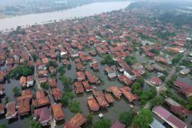Banjir mulai genangi pemukiman warga Seberang Kota Jambi