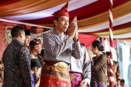 Jokowi terima penganugerahan gelar kehormatan adat Komering