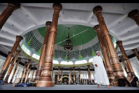 Masjid Seribu Tiang gelar tarawih satu juz