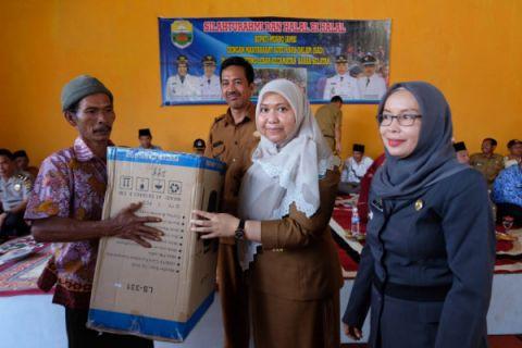 Bupati Masnah kunjungi masyarakat SAD Tanjung Lebar