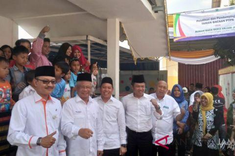 BUMN Hadir - Dirut PTPN Holding kunjungi rumah baca di Jambi