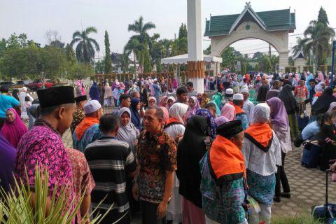Tangis haru warnai kepulangan jamaah haji Batanghari (video)