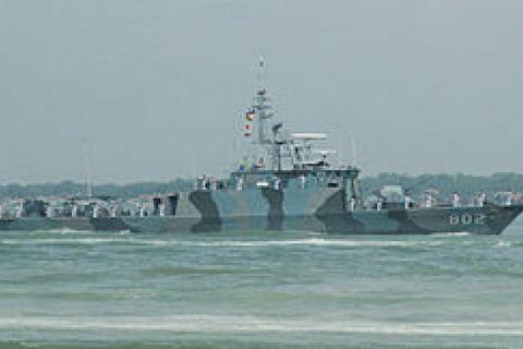 Kapal perang layani penukaran rupiah di pulau terluar Papua