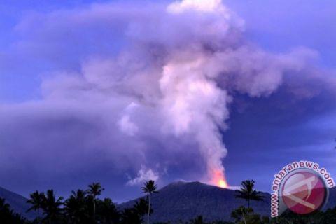 Tinggi kolom abu erupsi Soputan sampai 7.500 meter