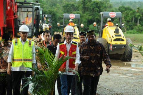 Jokowi tinjau lokasi pembangunan jalan tol Aceh