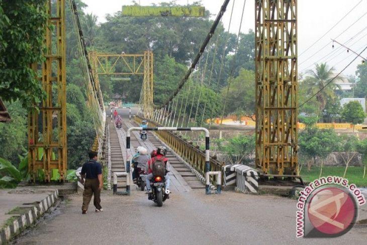 Jembatan Gantung Merangin