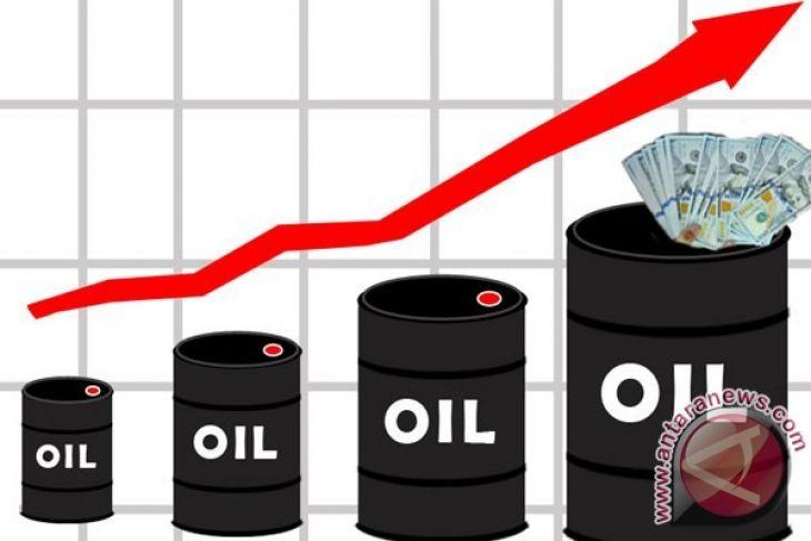 Harga minyak naik tipis karena pasokan menurun