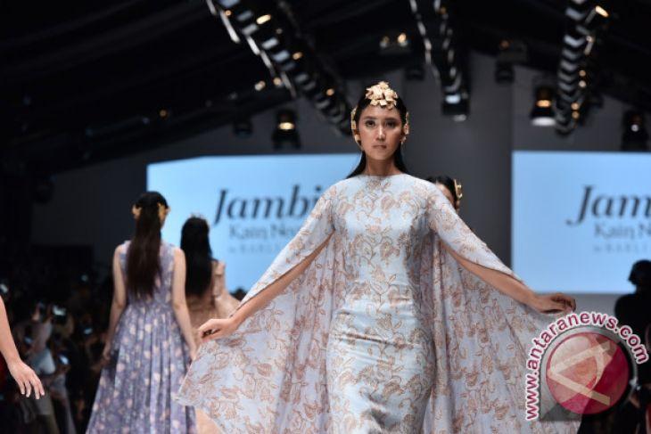 48 koleksi batik Jambi warna pastel diluncurkan