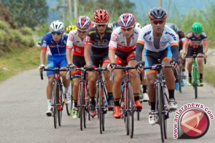 Pebalap Venezuela juarai etape terberat Tour Singkarak 2017