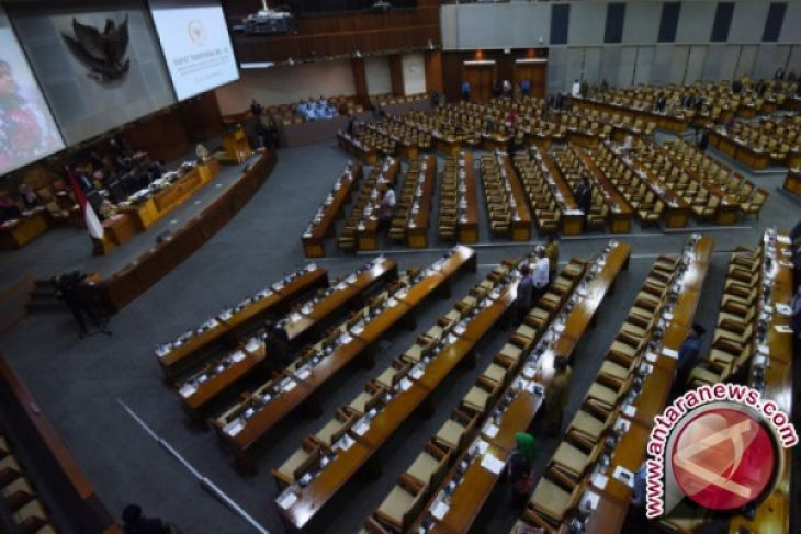 Paripurna DPR Setuju Hadi Tjahjanto Jadi Panglima TNI