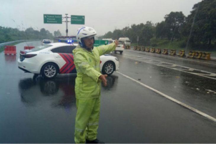 Jalur  wisata Puncak Bogor ditutup akibat longsor