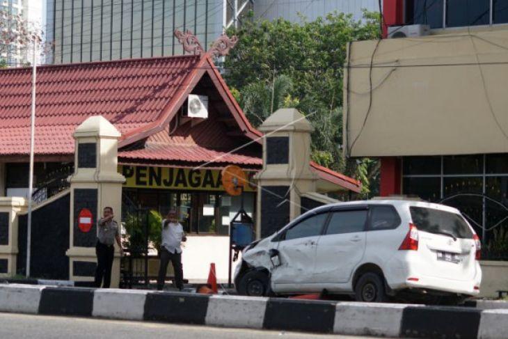 Tiga terduga teroris penyerang  Polda Riau tewas