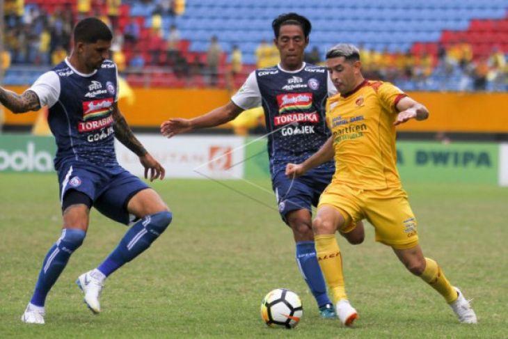 Sriwijaya FC kalah, suporter ngamuk lempar kursi