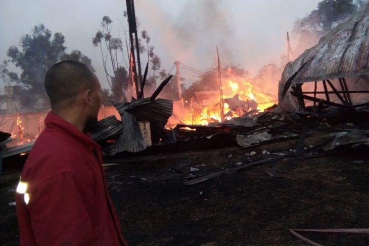 Tribun utama arena eks MTQ Jambi terbakar