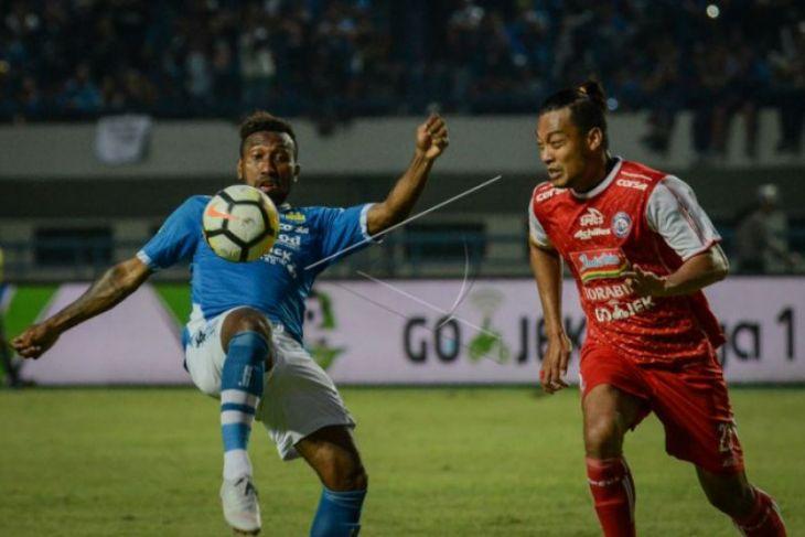 Persib kalahkan Arema 2-0