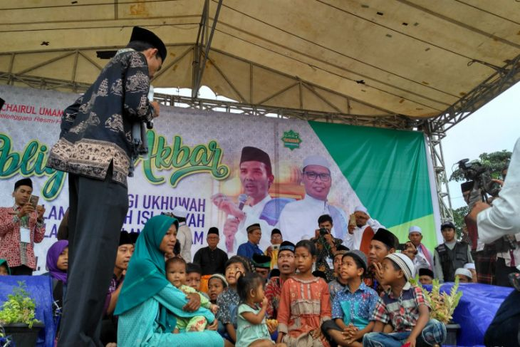 Ustadz Somad  islamkan 11 orang warga SAD  di Batanghari