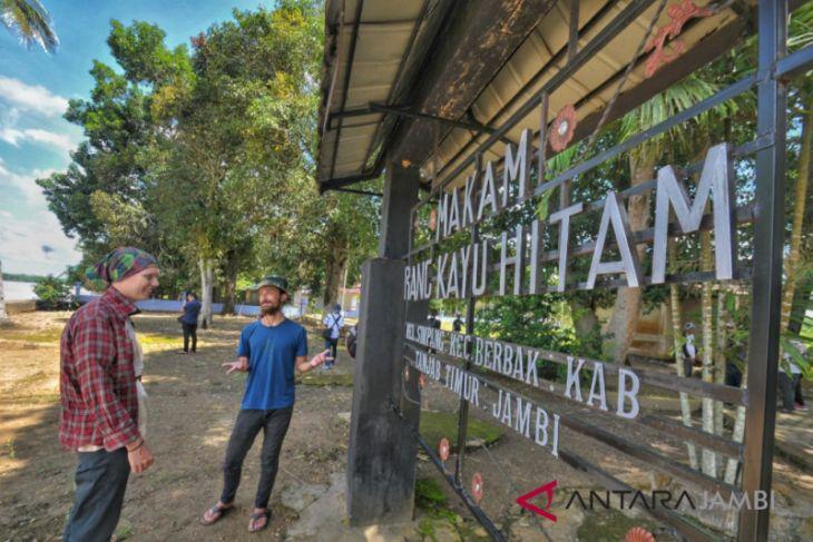 Wisata situs Orang Kayo Hitam di Tanjabtim